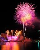 Vuurwerk tijdens Olympische Spelen 2010 die van de Jeugd de openen Stock Foto