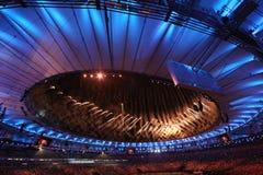 Vuurwerk tijdens Rio 2016 Olympics die Ceremonie openen bij Maracana-Stadion in Rio de Janeiro Stock Foto's