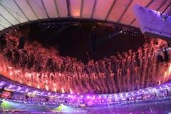 Vuurwerk tijdens Rio 2016 Olympics die Ceremonie openen bij Maracana-Stadion in Rio de Janeiro Royalty-vrije Stock Foto