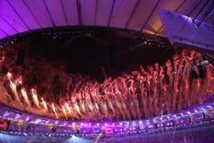 Vuurwerk tijdens Rio 2016 Olympics die Ceremonie openen bij Maracana-Stadion in Rio de Janeiro Royalty-vrije Stock Afbeelding