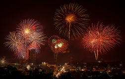 Vuurwerk van Aftelprocedure HuaHin op de vooravond van het nieuwe jaar, Thailand Stock Fotografie