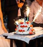 Vuurwerk van de huwelijkscake royalty-vrije stock foto's