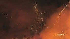 Vuurwerk van diverse kleuren stock footage