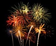 Vuurwerk van diverse kleuren over nachthemel Royalty-vrije Stock Foto