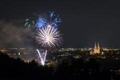Vuurwerk van Herbstdult met Reuzenrad en kathedraal in Regensburg, Duitsland stock afbeeldingen