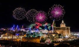 Vuurwerkvertoning voor het dorpsfeest van Onze dame in Mellieha - Malta Royalty-vrije Stock Fotografie