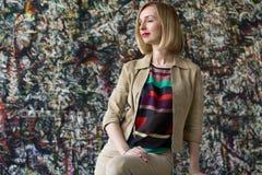 Vuxen kvinna för affär kopiera avstånd Arkivbilder