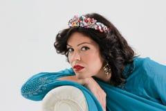 Vuxen kvinna i blå abaya Arkivfoto