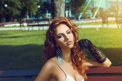 Vuxen kvinnlig för rött hår Fotografering för Bildbyråer