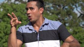 Vuxen latinamerikansk manstaty stock video
