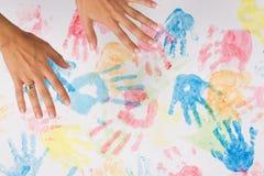 vuxen människa hands målningskvinnan Arkivbilder