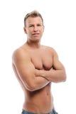 Vuxen man utan skjortan som poserar i studio Royaltyfri Fotografi