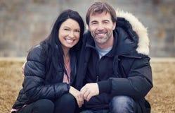 Vuxen människa kopplar ihop förälskat Fotografering för Bildbyråer
