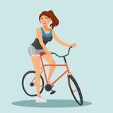 Vuxna ridningcyklar för ung kvinna royaltyfri foto