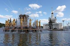 VVC Moscou, la fontaine de l'amitié des personnes Images stock