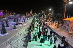 VVC (vroegere HDNH) tentoonstellingscentrum in de winternacht, Moskou Stock Afbeeldingen