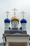 Vvedensky domkyrkakupoler Kloster Optina Pustyn i staden av Kozelsk Ryssland Royaltyfria Bilder