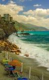 Vvivid-Bild der Küstenlinie und des Mittelmeeres Stockfoto