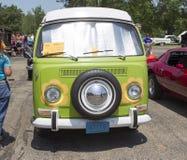 1968 VW嬉皮露营车特别范正面图 库存照片