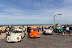 VW ścigi klasyczni pojazdy przy plażą Obraz Stock