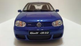 Vw играет в гольф автомобиль люка R32 Mk IV горячий стоковое фото