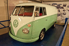 葡萄酒VW在汽车博物馆公车运送 图库摄影