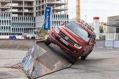 VW Amarok à l'parcours tous terrains Images libres de droits