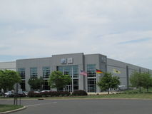 VW Audi Distribution Center di VAG in NJ Bandiere di U.S.A., della Germania e dello stato del New Jersey Fotografia Stock Libera da Diritti