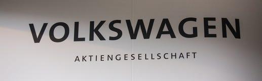 VW firma adentro Berlín Alemania imagen de archivo