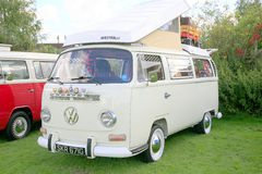 1969 VW-Kampeerautobestelwagen Stock Foto