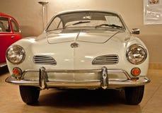 VW Karmann Ghia in un museo dell'automobile Fotografie Stock Libere da Diritti