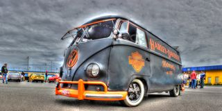 VW Kombi gemalt in Harley Davidson Colors Stockfotografie