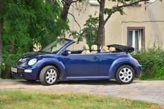 VW New Beetle parkerade Royaltyfria Bilder