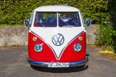 VW restaurada hermosa tiraniza Imágenes de archivo libres de regalías