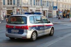 VW Touran 2015 jako samochód policyjny w Wiedeń Zdjęcie Stock