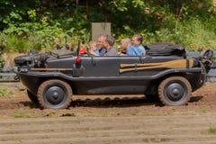 VW Typ 128在Militracks事件的Schwimmwagen 免版税库存图片