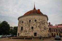 Vyborg, ΡΩΣΙΑΣ - 10 Σεπτεμβρίου, 2017: Οι αρχαίες οδοί Vyborg Τετραγωνικός και στρογγυλός πύργος αγοράς στοκ φωτογραφίες με δικαίωμα ελεύθερης χρήσης