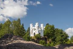 Vyborg Rosja, Sierpień, - 15, 2017: Pluśnięcie na rockowej wyspie Ludwigstein w parku Monrepos Fotografia Stock