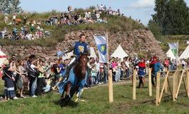 VYBORG, RUSIA - 17 DE AGOSTO DE 2013: Foto del torneo ecuestre de caballeros Fotografía de archivo