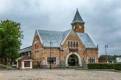 Vyborg, Rusia, 08/24/2017 Edificio histórico del mercado en el cuadrado de ciudad central imagen de archivo libre de regalías