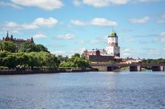 VYBORG, RUSIA: el castillo viejo medieval en el 15 de junio de 2015, LENINGRAD OBLAST, Rusia Fotos de archivo