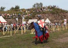 VYBORG, RUSLAND - AUGUSTUS 17, 2013: Foto van Ruitertoernooien van ridders Stock Fotografie