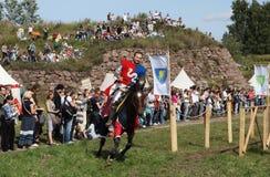 VYBORG, RUSLAND - AUGUSTUS 17, 2013: Foto van Ruitertoernooien van ridders Stock Foto's