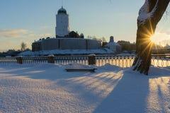 VYBORG, RUSLAND - Januari 5, het Oude kasteel van 2019 van Vyborg op een koude de winter zonnige dag royalty-vrije stock afbeelding