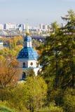 Vydubychi修道院有全景位于基辅 基辅,乌克兰全景  植物园 库存照片