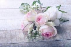 Vykort med eleganta blommor Arkivbild