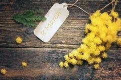 8 vykort- och mimosablommor för mars Royaltyfri Foto