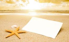 Vykort på stranden arkivbild