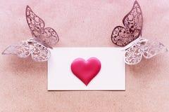 Vykortbakgrund som dekoreras med hjärtor Dekorativt kort för ferien Vanentine dag Romantisk bakgrund för valentindag, royaltyfria foton