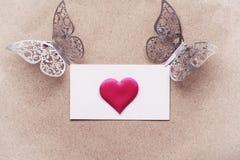 Vykortbakgrund som dekoreras med hjärtor Dekorativt kort för ferien Vanentine dag Romantisk bakgrund för valentindag, arkivfoto